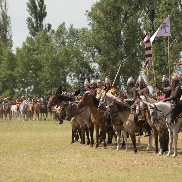 Seregszemlével, kiállításokkal és tudományos előadásokkal is emlékeznek a magyar ősökre Bugacon