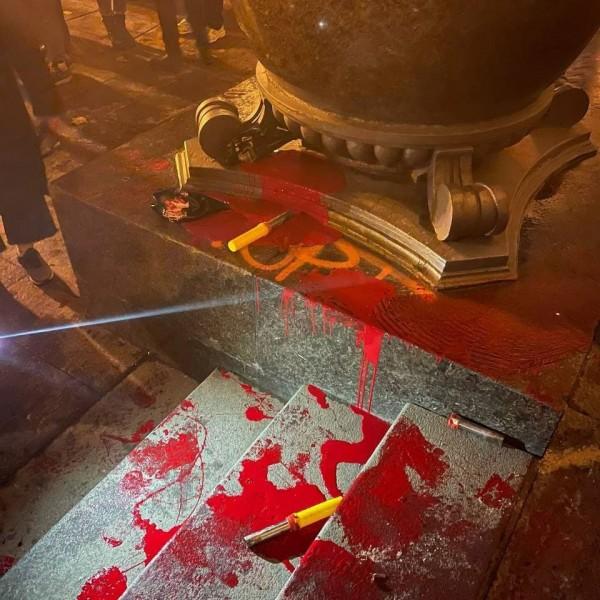 Ukrán radikálisok támadták meg az elnök irodáját - Videók