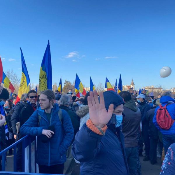 A kötelező védőoltások ellen tiltakoztak Bukarestben - Videó