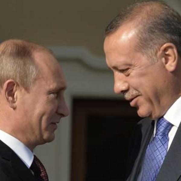 Putyin további segítséget ígért a tűzvésszel küzdő Törökországnak