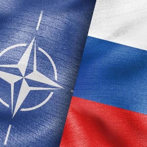 Oroszország felfüggeszti diplomáciai kapcsolatait a NATO-val