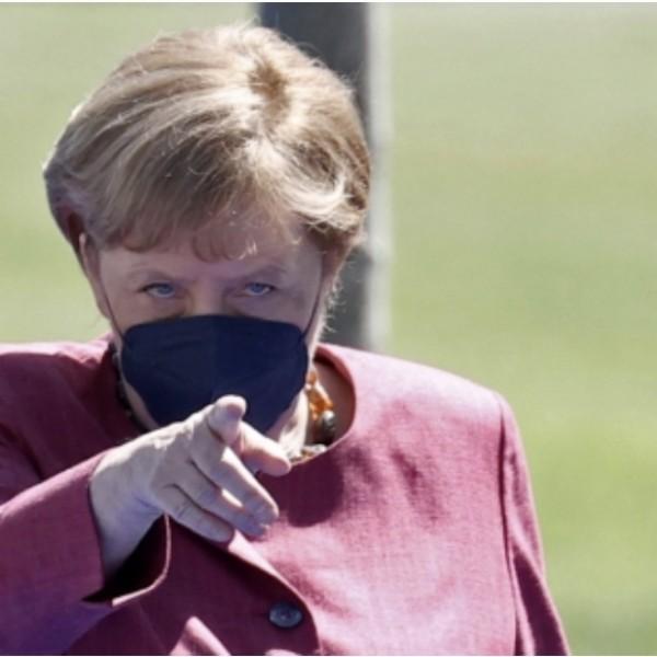 Merkel: Helytelen az iskolai szexuális felvilágosítással kapcsolatos magyar törvény