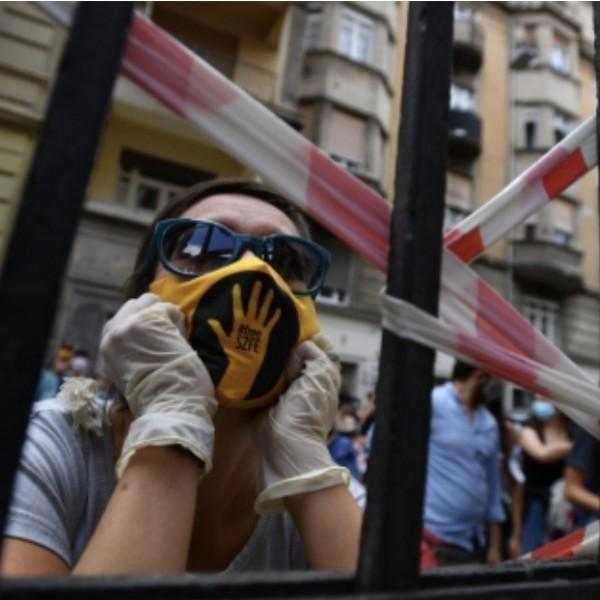 Le Monde: Budapesten a Freeszfe ellenáll Orbán Viktornak