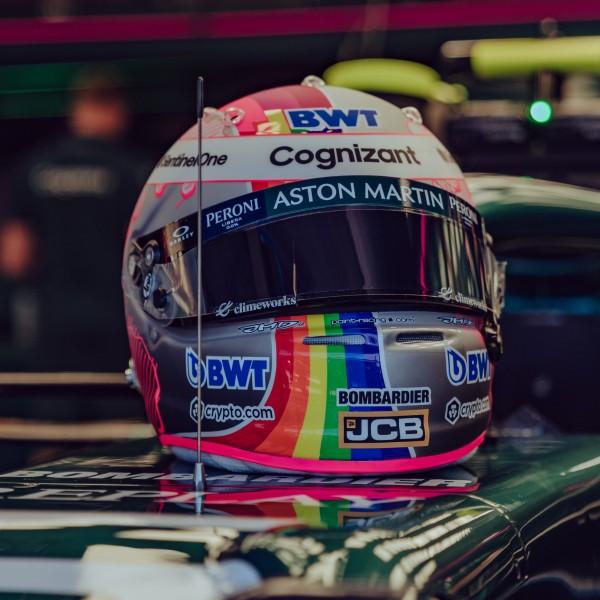 Vettel tovább provokál: Szivárványos sisakban versenyez a Hungaroringen