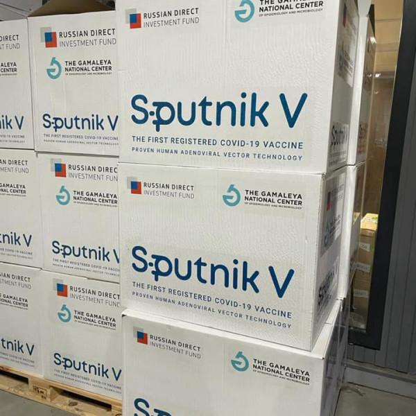 Bedurrantották az eddigi legnagyobb Szputnyik V-szállítmányt, indul a kamion Magyarországra