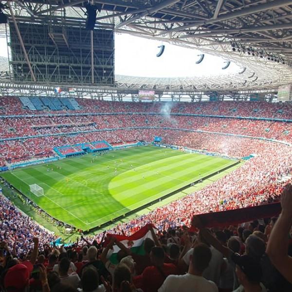 Így robbant fel a stadion a magyar gól után - Videó