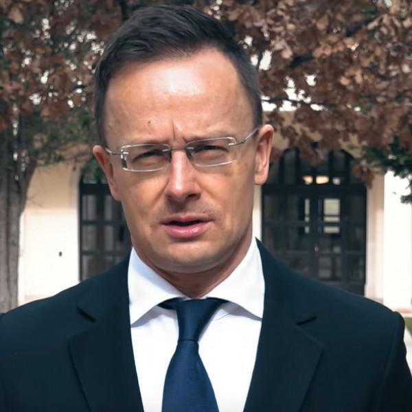 Oltani kell: megérkezett 280 000 adag Szputnyik V vakcina - Videó
