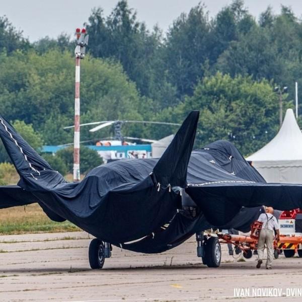 Megjelentek az első képek a titokzatos új orosz vadászgépről