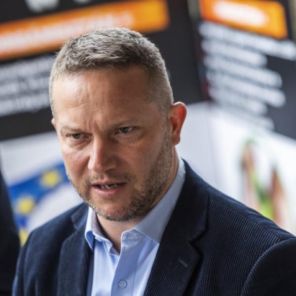 Ujhülye: Orbán európai fronton vereséget szenvedett, ezért most szövetségeseket gyűjt