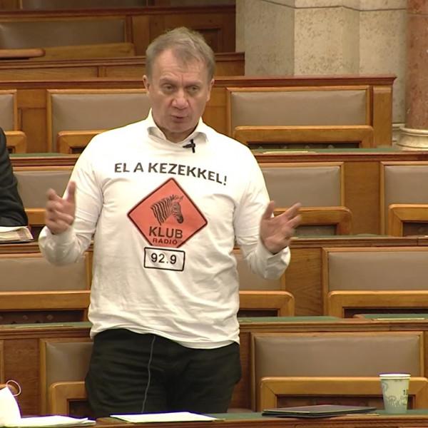 Varju elvtárs ismét a Klubrádióért aggódott a Parlamentben - Videó
