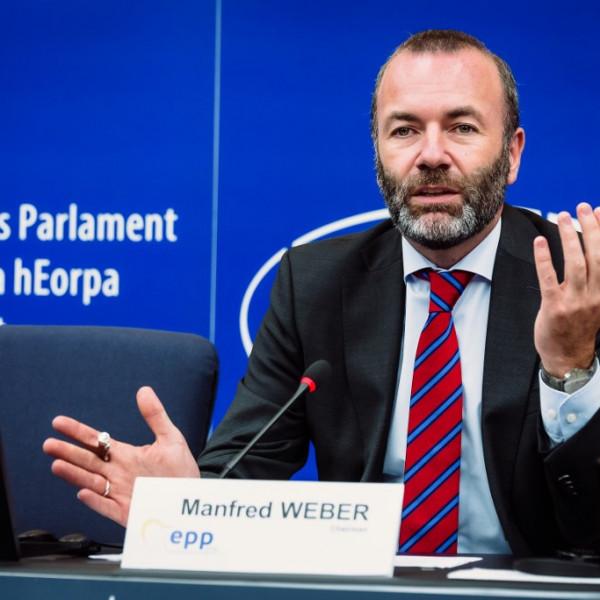 Elkezdődött a néppárti ülés, Weber azonnal rátámadt Orbán Viktorra