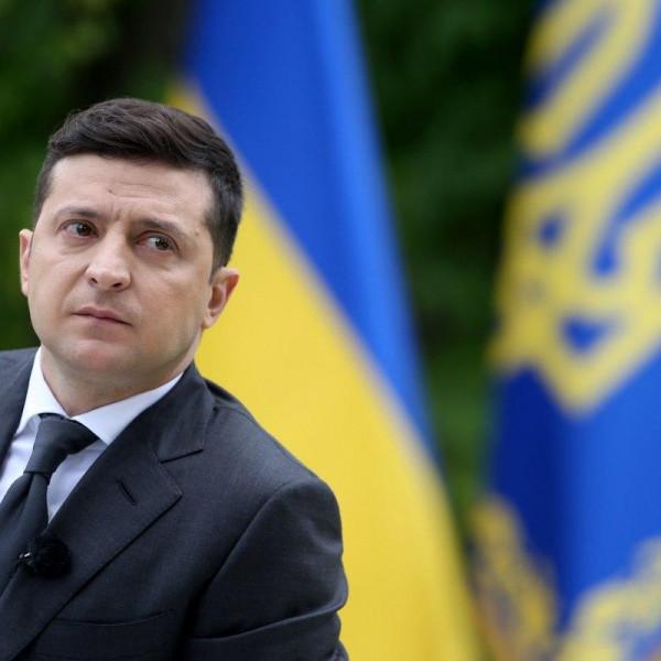 Ukrajna: Aláírta Zelenszkij a kettős állampolgárok listázásának tervezetét