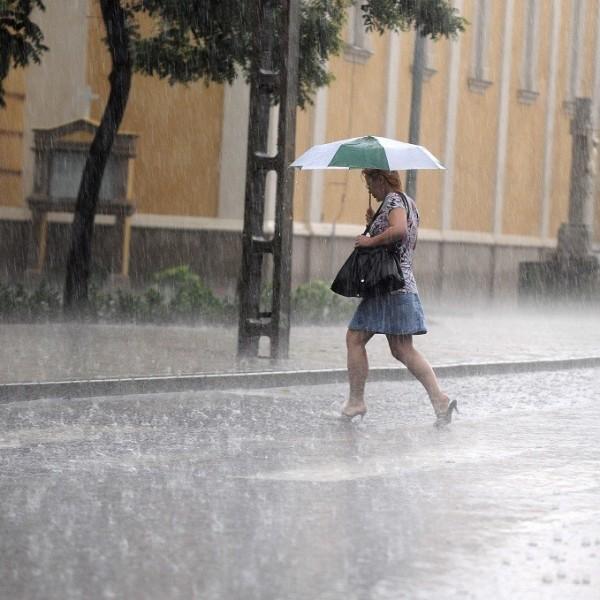 Zivatarveszély és hőség miatt is figyelmeztetéseket adott ki a meteorológiai szolgálat